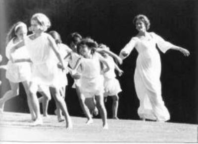 extra photos children with vanessa redgrave in film isadora